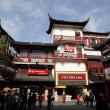 Traditional Chinese architecture at Yuyuan Bazaar in Shanghai, China — Stock Photo