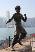 Statue of the famous actor Bruce Lee at the Avenue of Stars in Hong Kong — Stock Photo