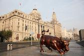 The Bund Bull in Shanghai, China — Stock Photo