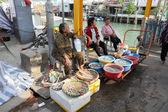Seafood street vendor in Tai O fishing village, Hong Kong — Stock Photo