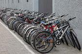 中国的自行车停在街上,上海 — 图库照片