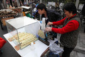 Bamboo juice vendor in the street of Shanghai, China — Stock Photo
