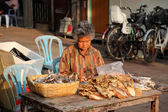 Woman selling dried fish at street market in Cheung Chau, Hong Kong — Stock Photo