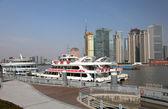 Cruise ships at the promenade in Shanghai, China — Stock Photo