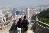 Couple enjoying the view over Hong Kong — Stock Photo