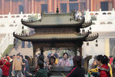 Worship at Buddhist temple in Shanghai, China — Stock Photo