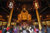 Worship at the Longhua temple in Shanghai, China — Stock Photo
