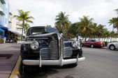 Vintage Car in Miami Beach Art Deco District Ocean Drive, Florida — Stock Photo
