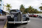 Auto d'epoca in ocean drive miami beach art deco district, florida — Foto Stock