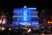 The Art Deco Colony Hotel illuminated at night. Miami South Beach, Florida — Stock Photo