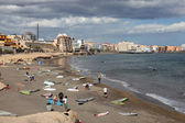 серферов на пляже эль медано, канарские острова тенерифе — Стоковое фото