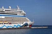 Cruise Ship AIDAblu in the harbour of Puerto del Rosario, Canary Island Fuerteventura — Stock Photo