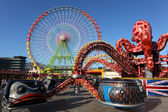 Ferris wheel and carousel in Santa Cruz de Tenerife — Stock Photo