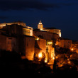 Town Gordes in southern France illuminated at night — Lizenzfreies Foto