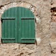 Wall with green window in Roussillon France — Foto de Stock