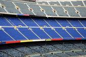 Grå och blå tomma platser i en stadion — Stockfoto