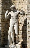 Ancient roman statue in Vaison-la-Romaine, France — Stock Photo