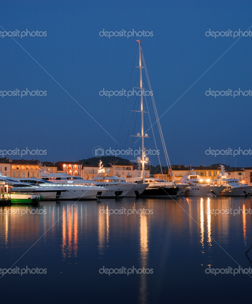Luxury yachts in the harbor of Saint Tropez, France — Stock Photo #9452358
