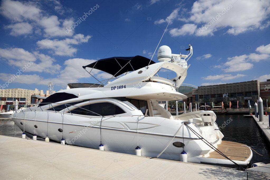 luxus yacht a dubai festival city editorial stock fot philipus 9550667. Black Bedroom Furniture Sets. Home Design Ideas