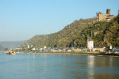 Village and ancient castle at the Rhine River, Germany — Stock Photo