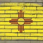 Grunge Flaggenstaats uns von New Mexico auf Wand gemalt mit — Stockfoto