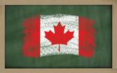национальный флаг канады на доске, окрашены с мел — Стоковое фото