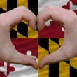 Over american state flag of maryland showed heart and love gestu - Foto de Stock