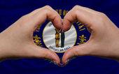 Över amerikanska staten flagga kentucky visade hjärta och kärlek gestu — Stockfoto