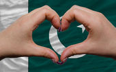 Over national flag of pakistan showed heart and love gesture mad — Stock Photo