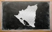 Outline map of nicaragua on blackboard — Zdjęcie stockowe