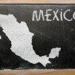 Outline map of mexico on blackboard — Stockfoto