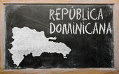 Outline map of dominican on blackboard — Stok fotoğraf