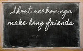Expression - Short reckonings make long friends - written on a — Foto Stock