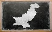Outline map of pakistan on blackboard — Stock Photo