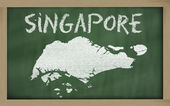 Outline map of singapore on blackboard — Foto de Stock