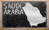 Obrys mapy saúdská arábie na tabuli — Stock fotografie