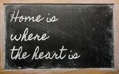 Uttryck - hemmet är där hjärtat är - skrivet på en skola b — Stockfoto