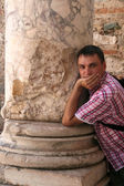 Man in library Celsus in Ephesus — Stock Photo