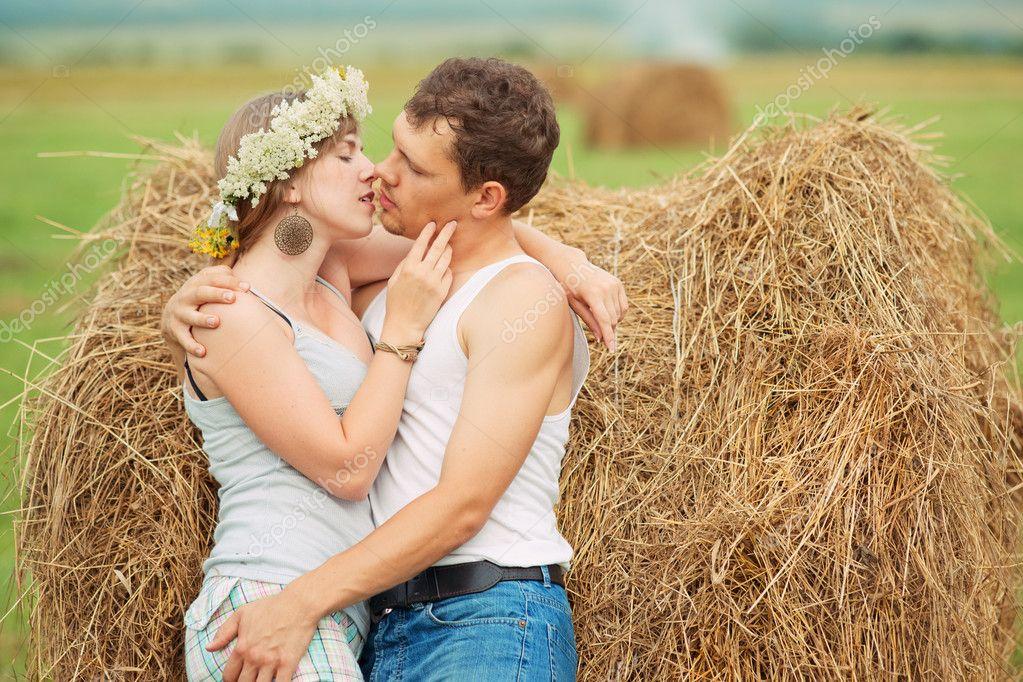 Поцелуи на сеновале 19 фотография