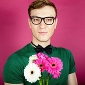 A handsome man with a bouquet of flowers — Stock Photo
