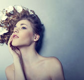 Beautiful young woman with flowers in their hair — Stock Photo