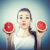 Portrait of young crazy woman with grapefruit — Stock Photo