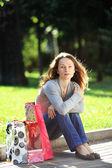 Młoda kobieta z torby — Zdjęcie stockowe