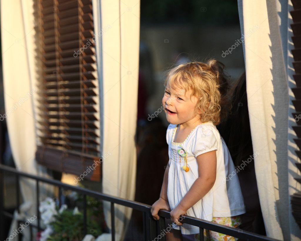 Смешная девочка - стоковое фото yaruta #8139867.