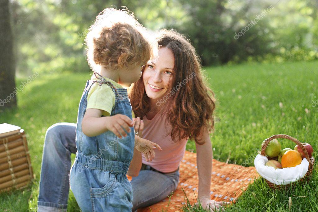 С мамочками на пикнике 9 фотография