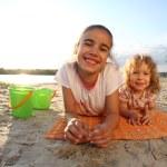 dzieci na plaży — Zdjęcie stockowe