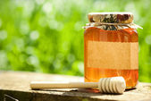 Flowery honey in glass jar — Стоковое фото