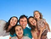 Happy vrienden plezier buitenshuis — Stockfoto