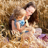 Woman and child in wheat field — Стоковое фото
