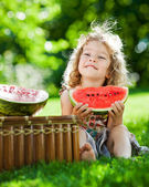 Child having picnic in spring park — Stock Photo